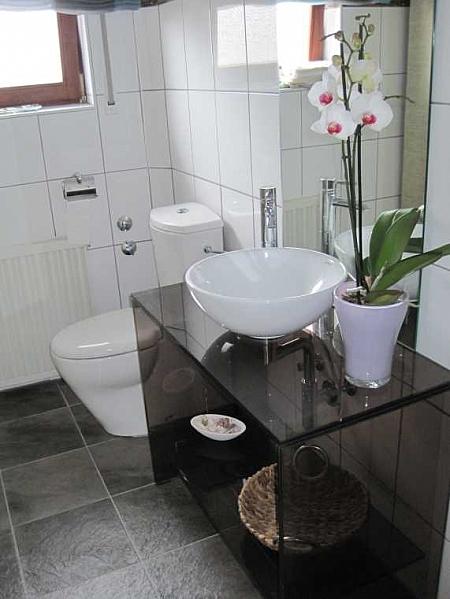 bild waschbecken unterbau aus glas. Black Bedroom Furniture Sets. Home Design Ideas